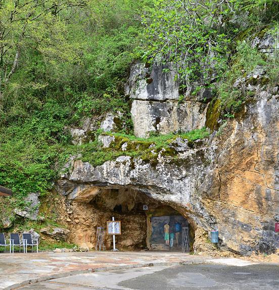 Entrée de la Grotte d'Isturitz-Pays basque