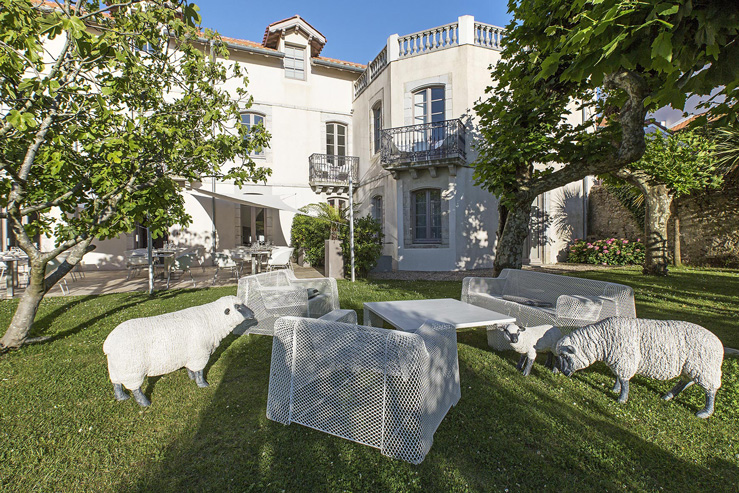 Hôtel de Silhouette-apéro-jazz-in the garden